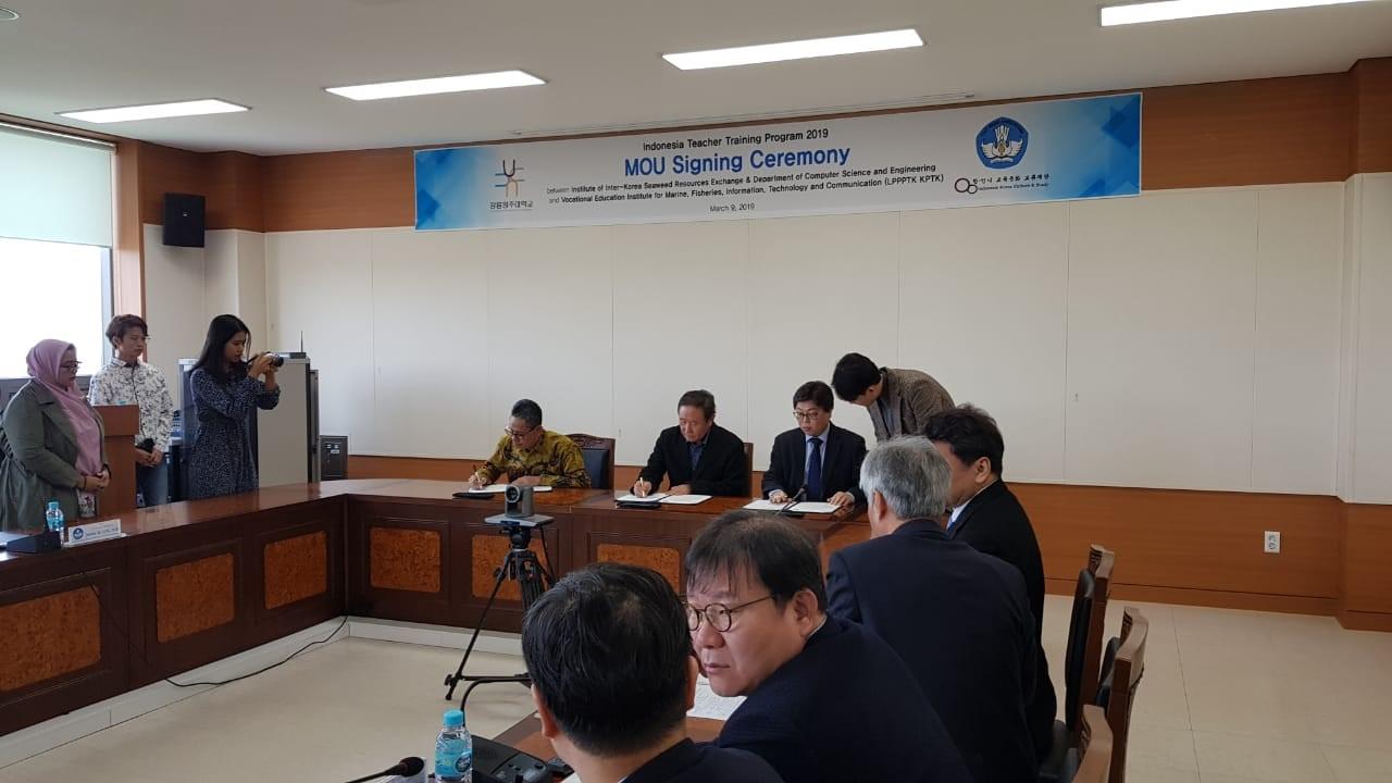 Penandatanganan MoU antara LPPPTK KPTK dengan Gangneung Wonju University untuk Bidang Kemaritiman