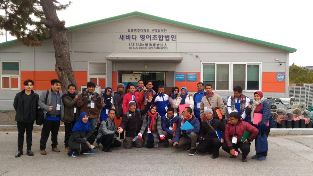 Peserta Pelatihan Guru di Korea Selatan usai melakukan tour Marine Center di GWNU-Korea Selatan